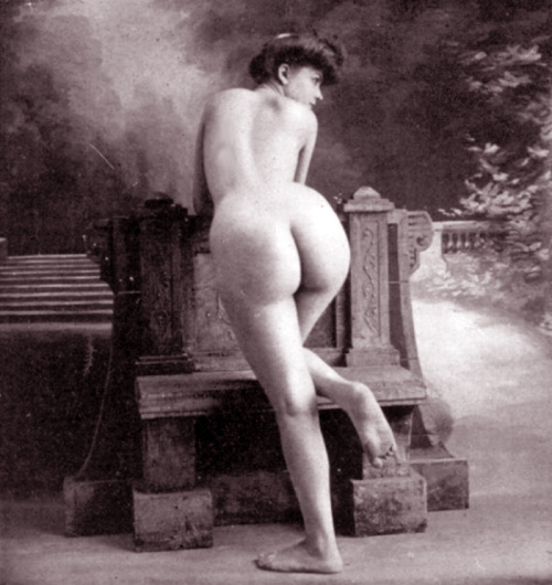 nude governess