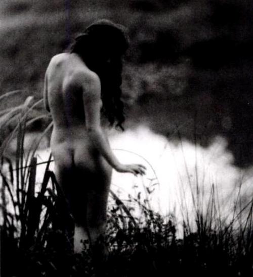 1913 nude