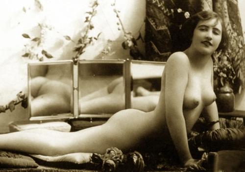 mirror nude
