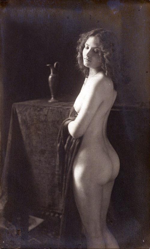 1900 nude