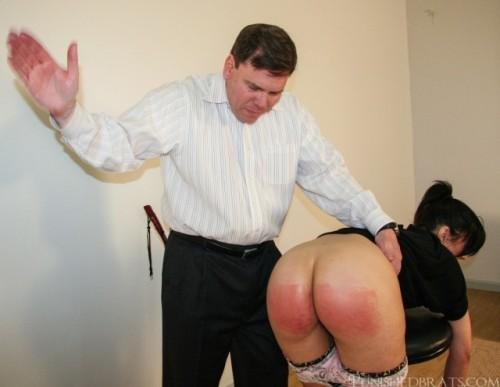 wr big-bottom-spanking1-640x496