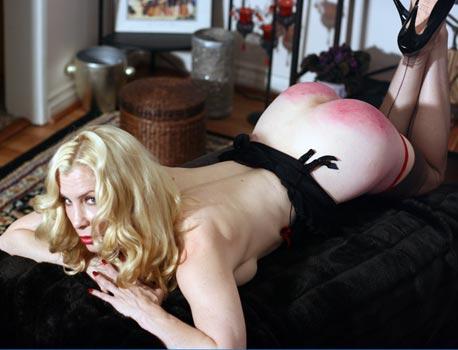 1C burlesque-dancer-spanking